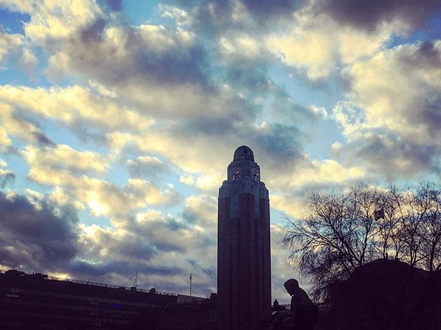 #hermanniturkki #folkmelkse #helsinki #centrum #clouds #contrast #akivi #sky #blue #tree #silhouette #finland #tower