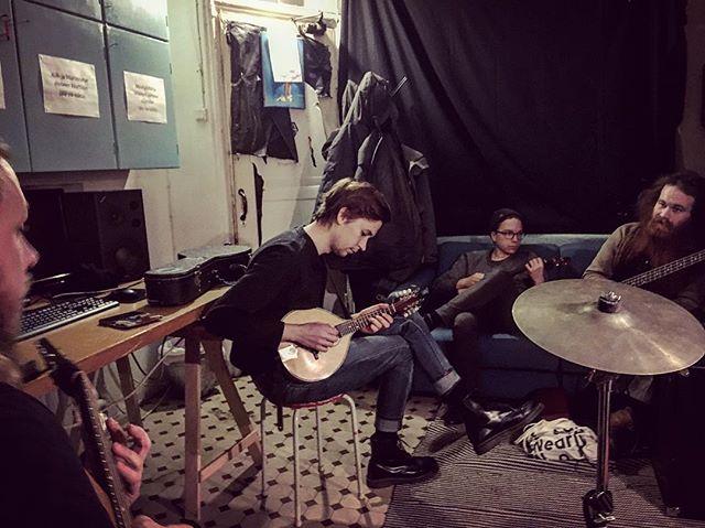 Treenit! #hermanniturkki #folkmelske #band #bandtraining #music #acoustic #folk #training #finnish #ukulele #mandolin #guitar #bass