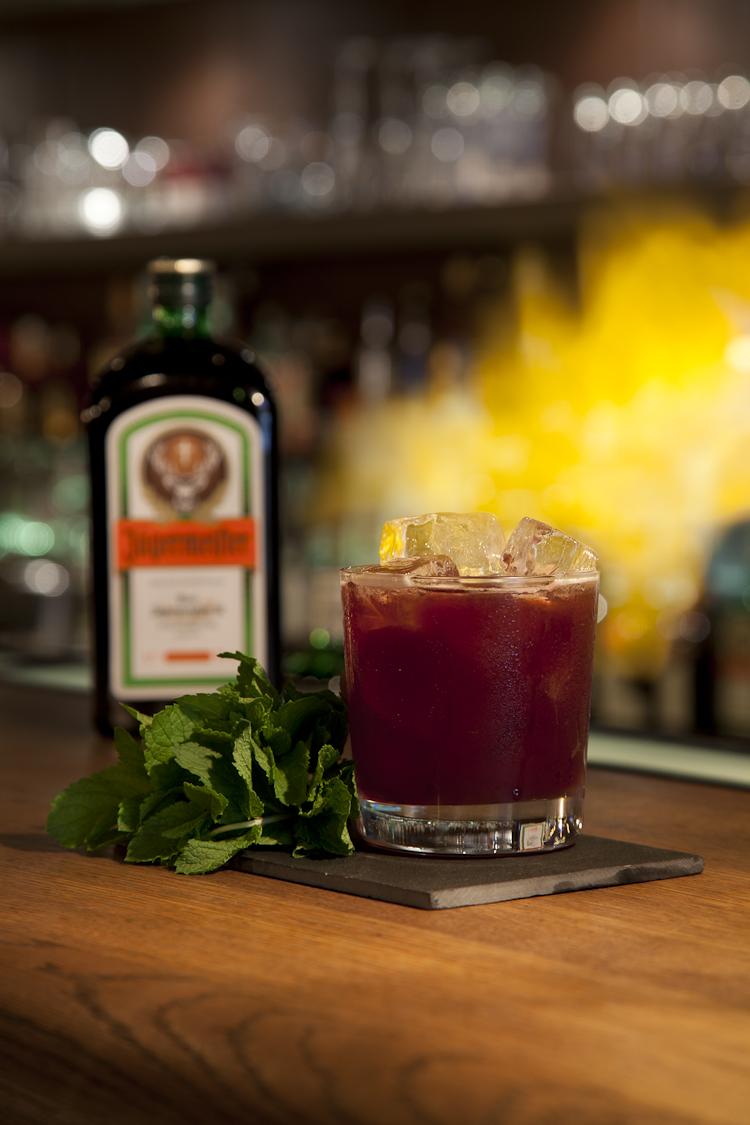 Barman light my cocktail.