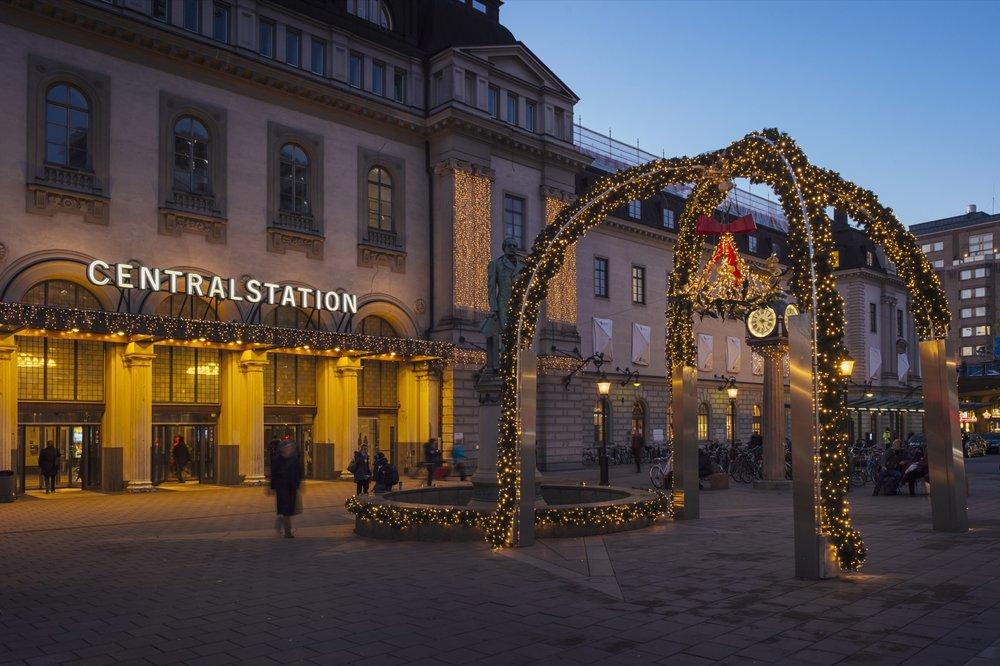 Julbelysningen på Centralplan med misteln. Foto: Mikael Sjöberg