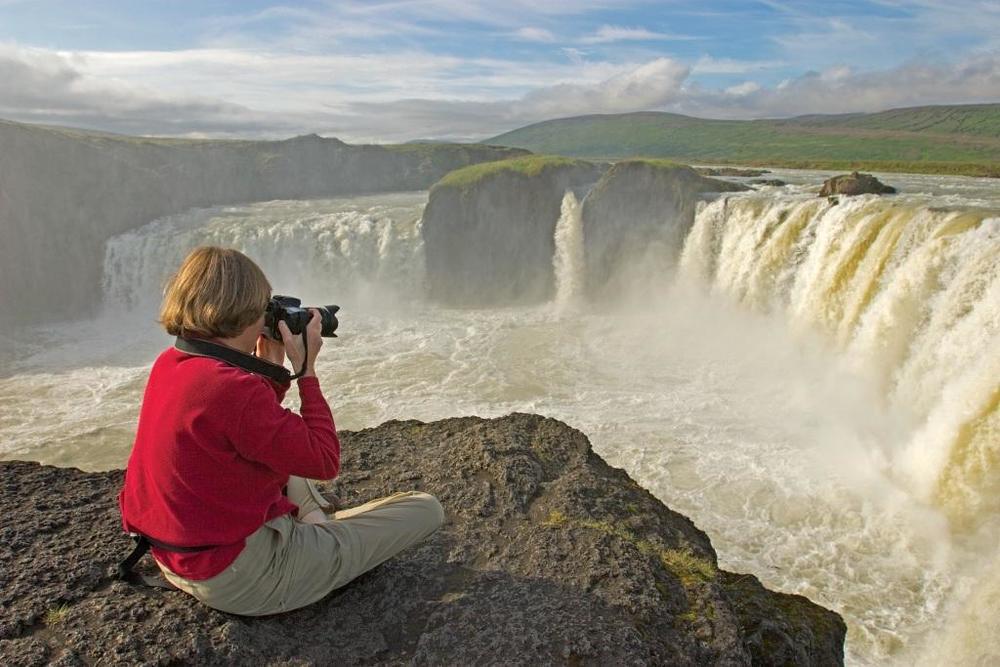 Lindblad Waterfall - v.com.jpg