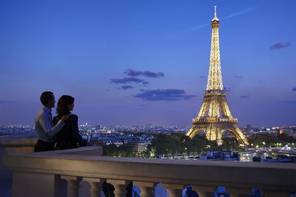 shangri la paris couple.jpg