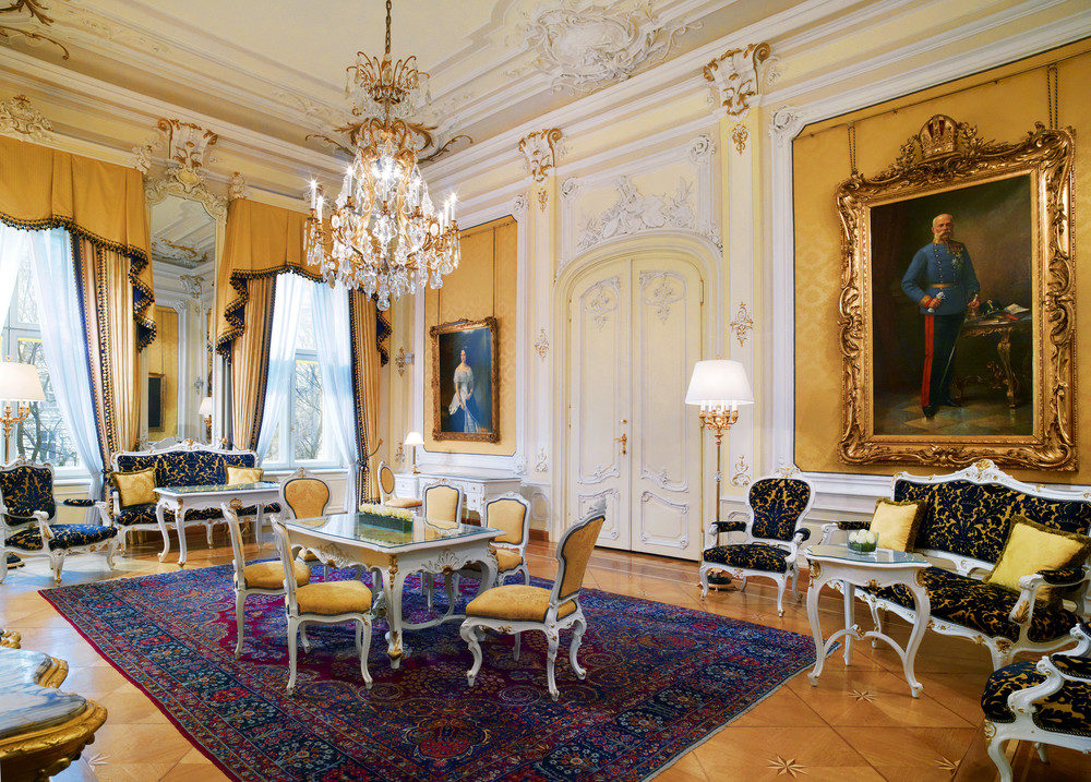 ST - Hotel Imperial Vienna - Royal Suite Salon - 4.jpg