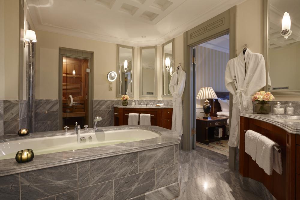 ST - Hotel Adlon Kempinski Berlin Bath - 6.jpg