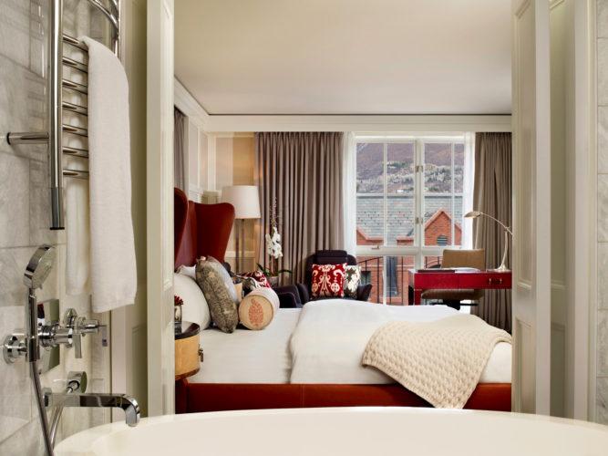 st-regis-aspen-guest-room-suite-bed-bedroom-side-window-667x500.jpg