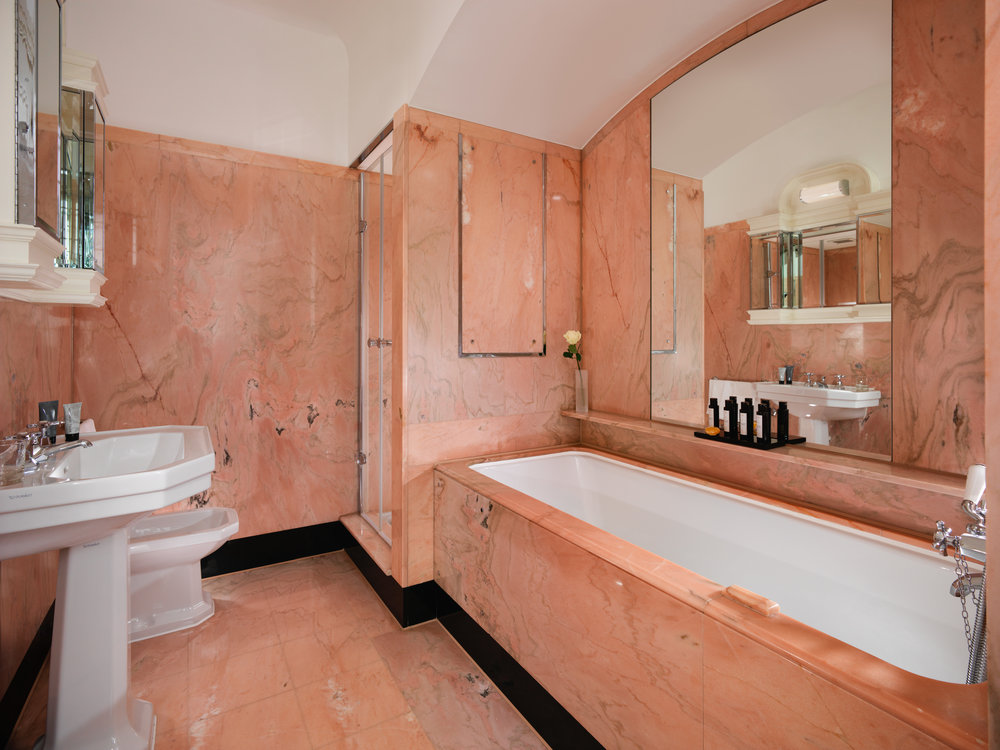 TDL_HarlequinPenthouse_bathroom2_withamenities.jpg
