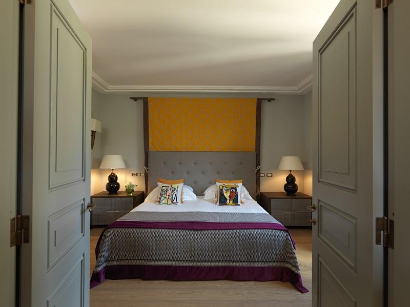 RFH Hotel de Russie - Picasso Suite - Bedroom from doorway (doors visible) resize.jpg