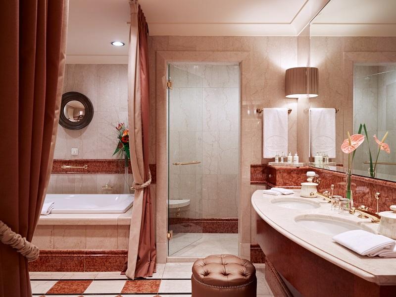 Grand Hotel Wien - Bathroom- resize.jpg