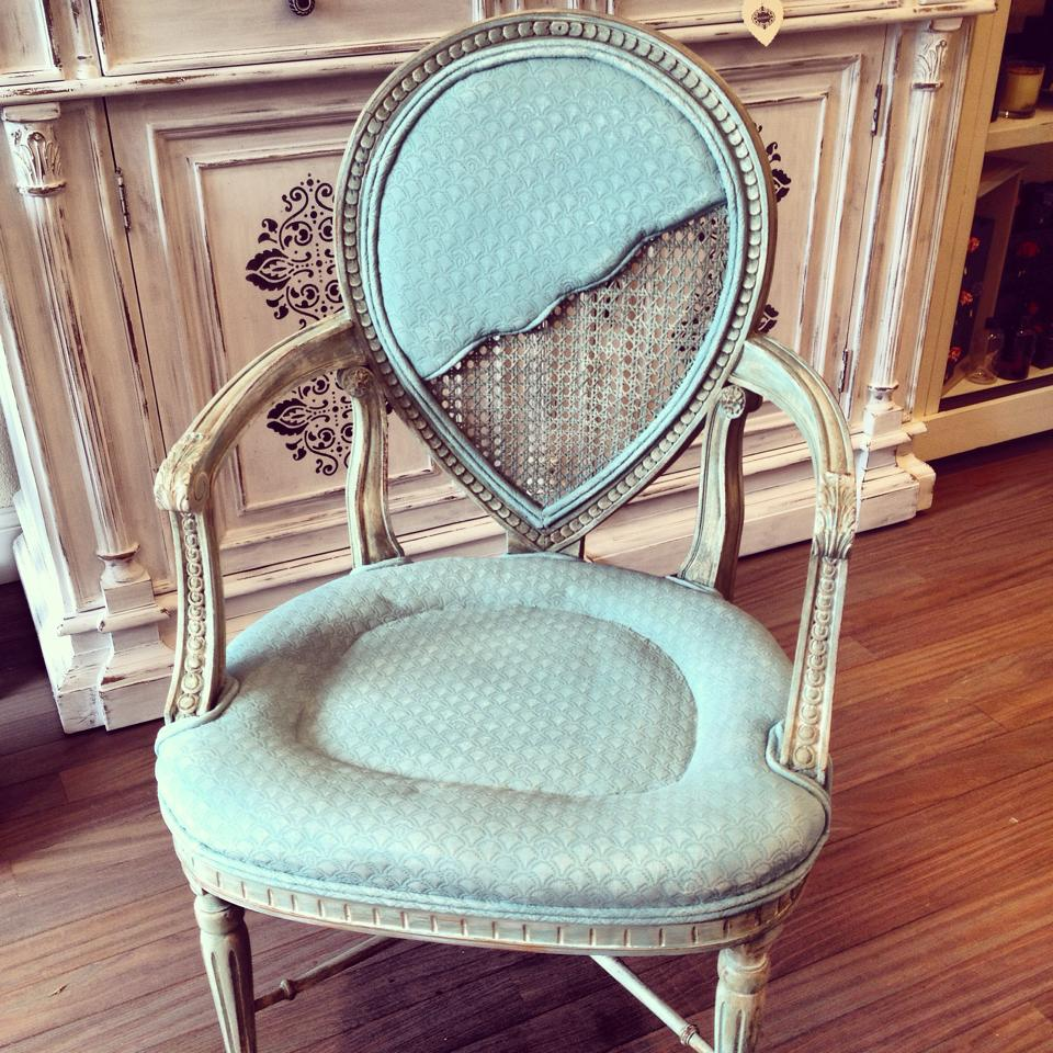 Vintage chair, hand painted with distressed finish. Color: Tiffany blue