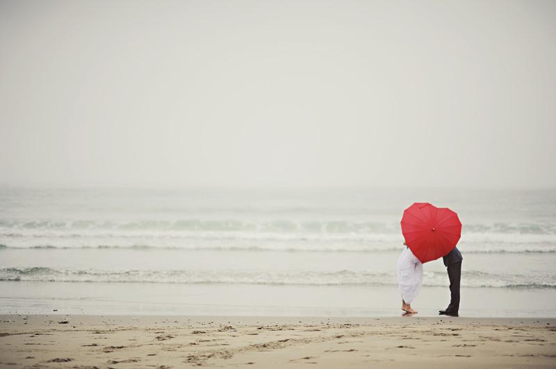 adorable heart umbrella wedding couple.jpg
