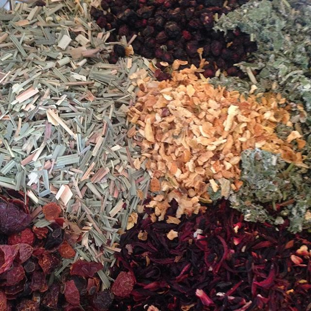 You know what time it is! Tea Time: Featuring a festival of the senses. Our energizing tonic tea Rise Up Singing is so good for staying alert and replenished. Cool and collect. Iced or hot. Bout the bounty.  Ingredients : hibiscus flowers, schizandra berry, lemongrass, spearmint, raspberry leaf, orange peel and rose hips #apothecary #herbalhealing #tealife #herbalmedicine #bluedragonapothecary