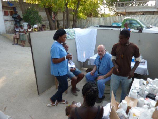 Dr. Dellavalle treats people from Delmas at our mobile clinic.