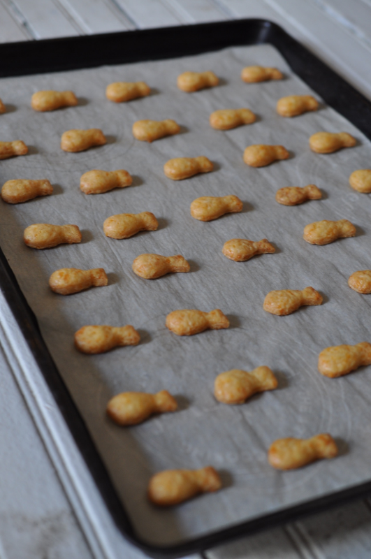 HOMEMADE CHEDDAR CRACKERS, THE VINTAGE ROUND TOP