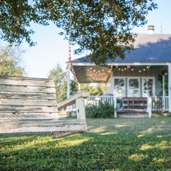 SIMPLE COUNTRY PLEASURES, THE VINTAGE ROUND TOP