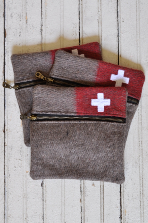 THE VINTAGE ROUND TOP - SWISS ARMY POUCH