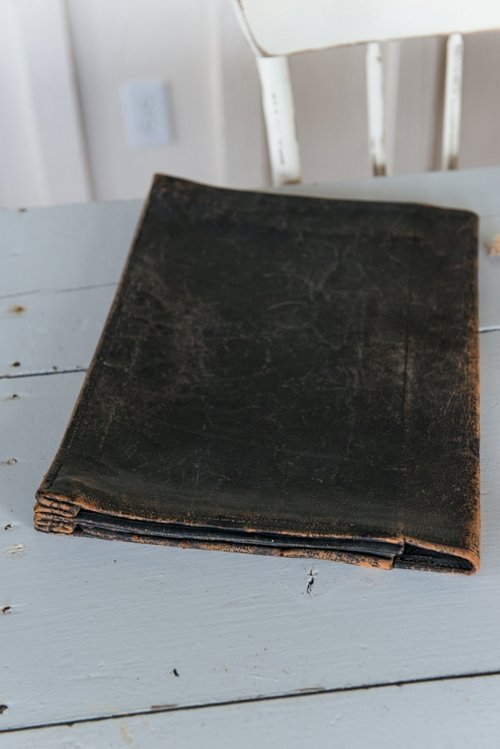 FRENCH VINTAGE LEATHER PORTFOLIO, THE VINTAGE ROUND TOP