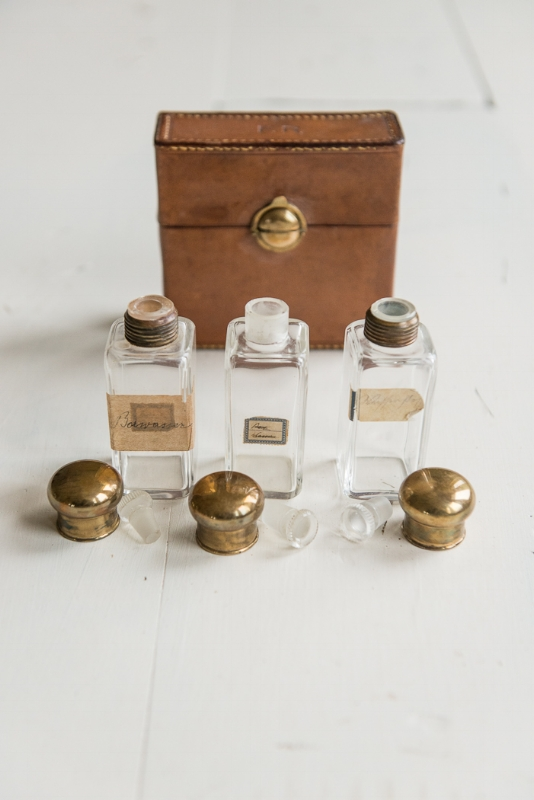 VIENNESE VINTAGE BOTTLES & CASE, THE VINTAGE ROUND TOP