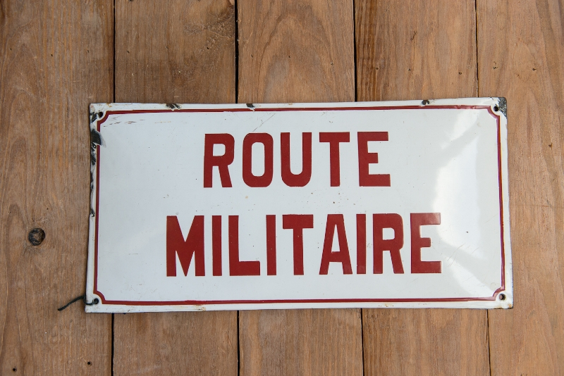 FRENCH METAL MILITARY ROAD SIGN, THE VINTAGE ROUND TOP