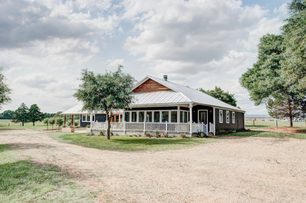Boho Cottage - The Vintage Round Top