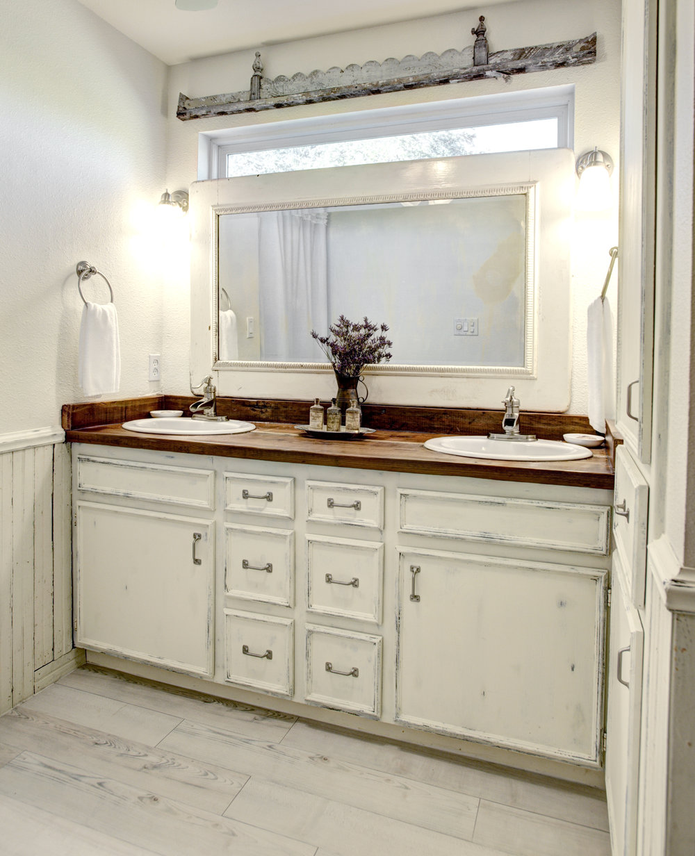 No. 1450 Master Bathroom at The Vintage Round Top