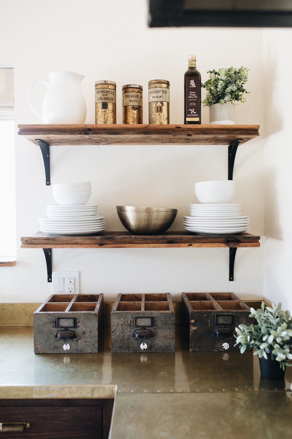 The Vintage Round Top Kitchen Decor