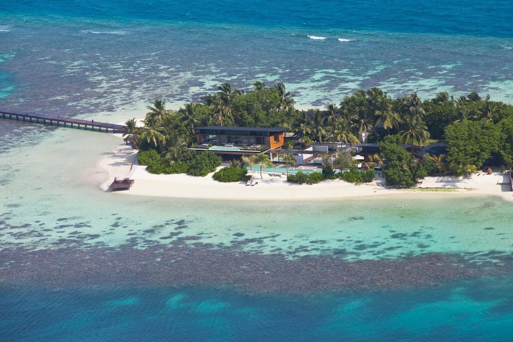Coco Prive Kudahithi Island