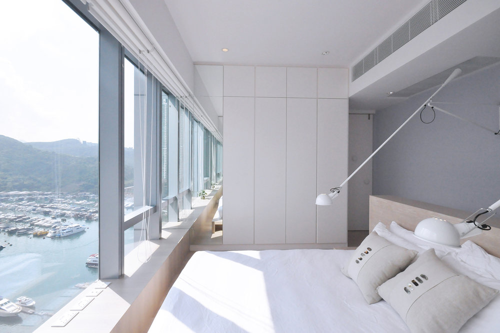 The bedroom is separated from the main space by a concealed door, and contains an island bed unit, which faces the panoramic windows, allowing the scenery to be fully experiences. Full height mirrors are installed at the edges of each room's end walls to extend the effect of the panoramic windows. The resulting experience is connected, intuitive and calm.