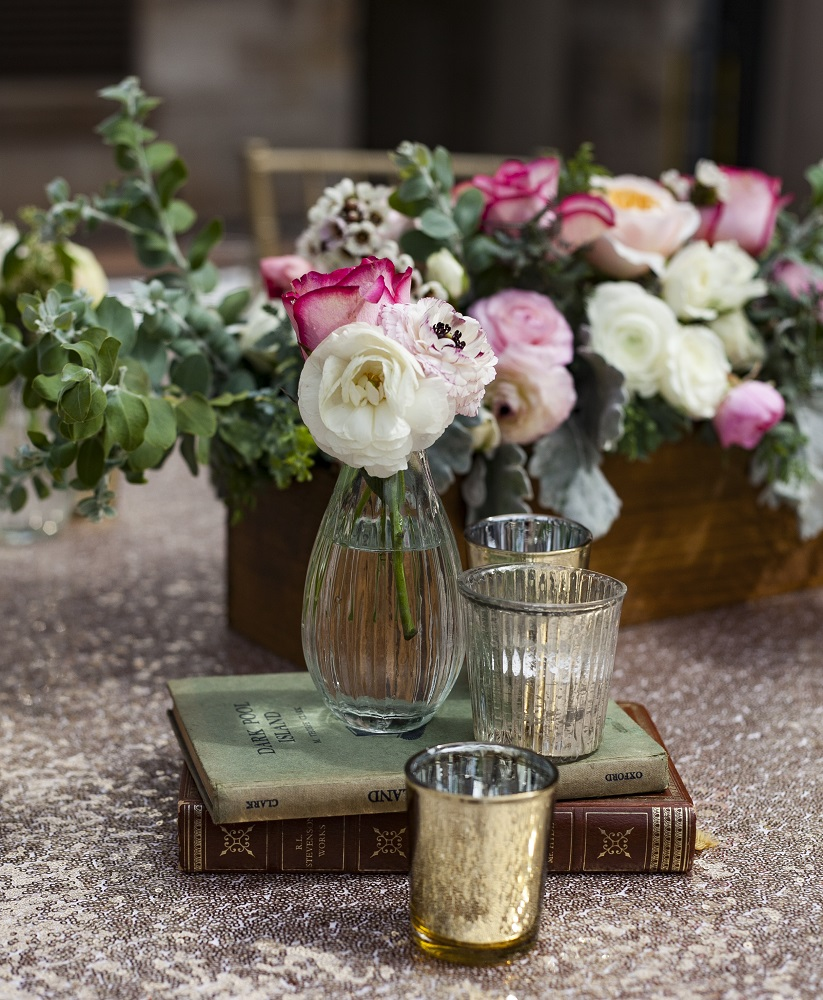 Table centrepieces in wooden boxes