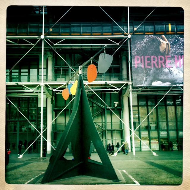 2. Centre Pompidou. Όσες φορές αντέξεις. Τι ομορφιά, μέσα κι έξω, πόσο ωραία νιώθεις κάθε φορά που πλησιάζεις την τέχνη εντός, εκτός, τριγύρω.