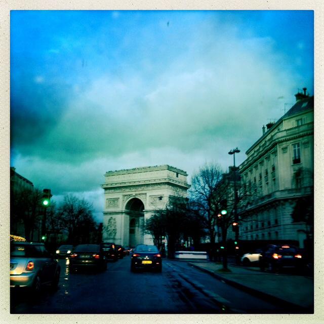 9. Ένα βροχερό απόγευμα, σε μια βόλτα με το αυτοκίνητο, ανακαλύψαμε για μια ακόμη φορά το ζωντανό σκηνικό, όχι πλέον σαν τουρίστες αλλά σαν κάτοικοι της πόλης.