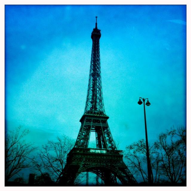 11. Η πόλη αλλάζει τον χειμώνα, το καλοκαίρι, το φθινόπωρο, την άνοιξη. Το Παρίσι μέσα στον χειμώνα γίνεται γλυκός πειρασμός στην κατάψυξη.
