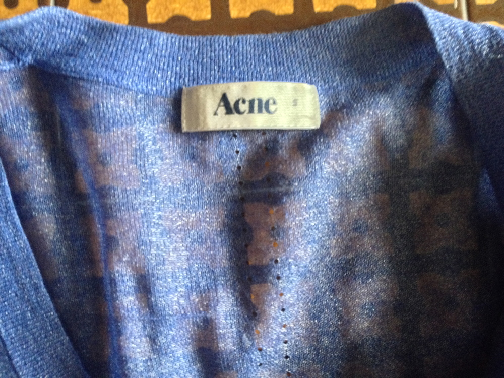 533e1d75acc Ενδεικτικά αναφέρω: 10 ευρώ οι γόβες του Brian Atwood, όπως και τα δύο  φορέματα, Juicy Couture και Banana Republic.