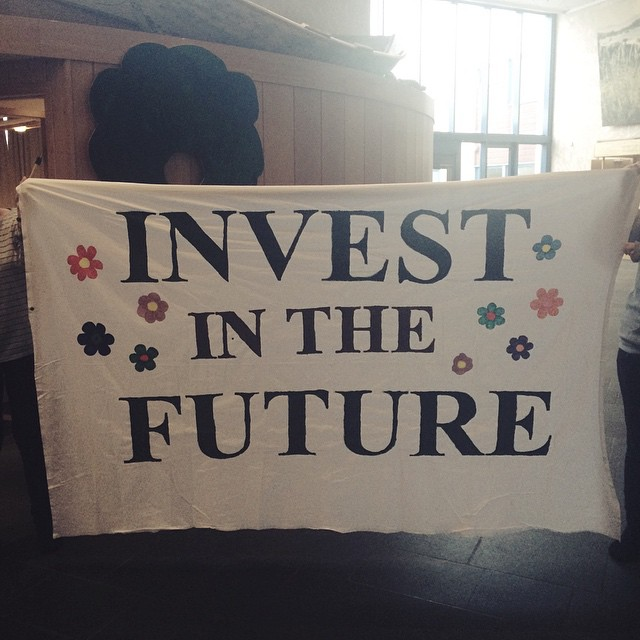 This afternoon we are having a stunt in Ulsteinvik city centre to create attention to our campaign. We have been working the last week on this campaign, and tomorrow we are meeting the politicians of Ulstein municipality. We want Ulstein to divest from fossil fuels, and #investinthefuture 🌸🌷 #cfc1415 #fossilfree