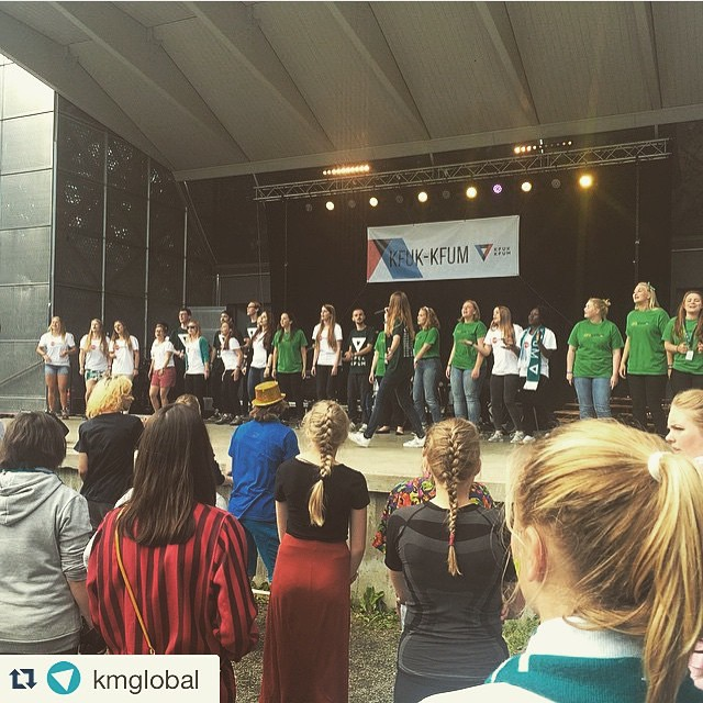 I dag var det #BLISINT markering på TT torget, arrangert av #CFC1415 med Mona og Anna i spissen!🙌🏼 #kmglobal #kfukkfum  #Repost @kmglobal • • •  #Blisint-markering på #TT15Gjøvik. Det er på tide å slå av slumreknappen å handle nå! #klimarettferdighet @erna_solberg