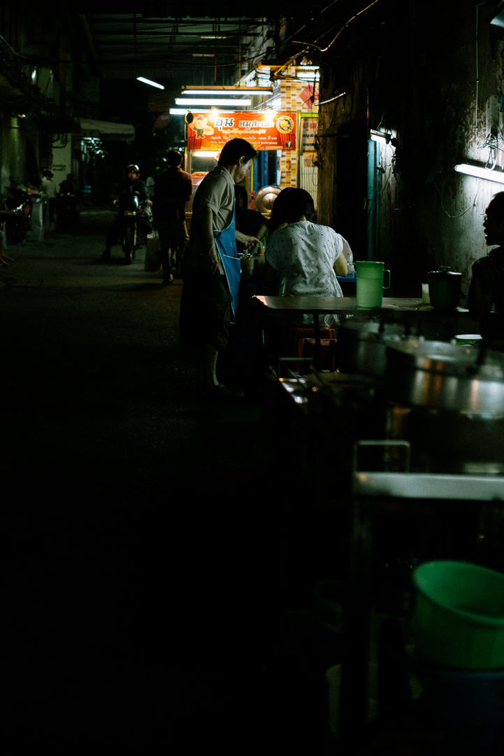 many food stalls are lined up in alleys with dramatic lighting :D