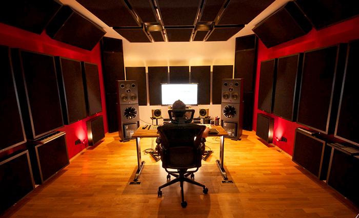 Studio DJ Mike Vale