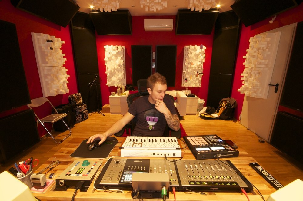 Mike_Vale_In_Studio_2.jpg