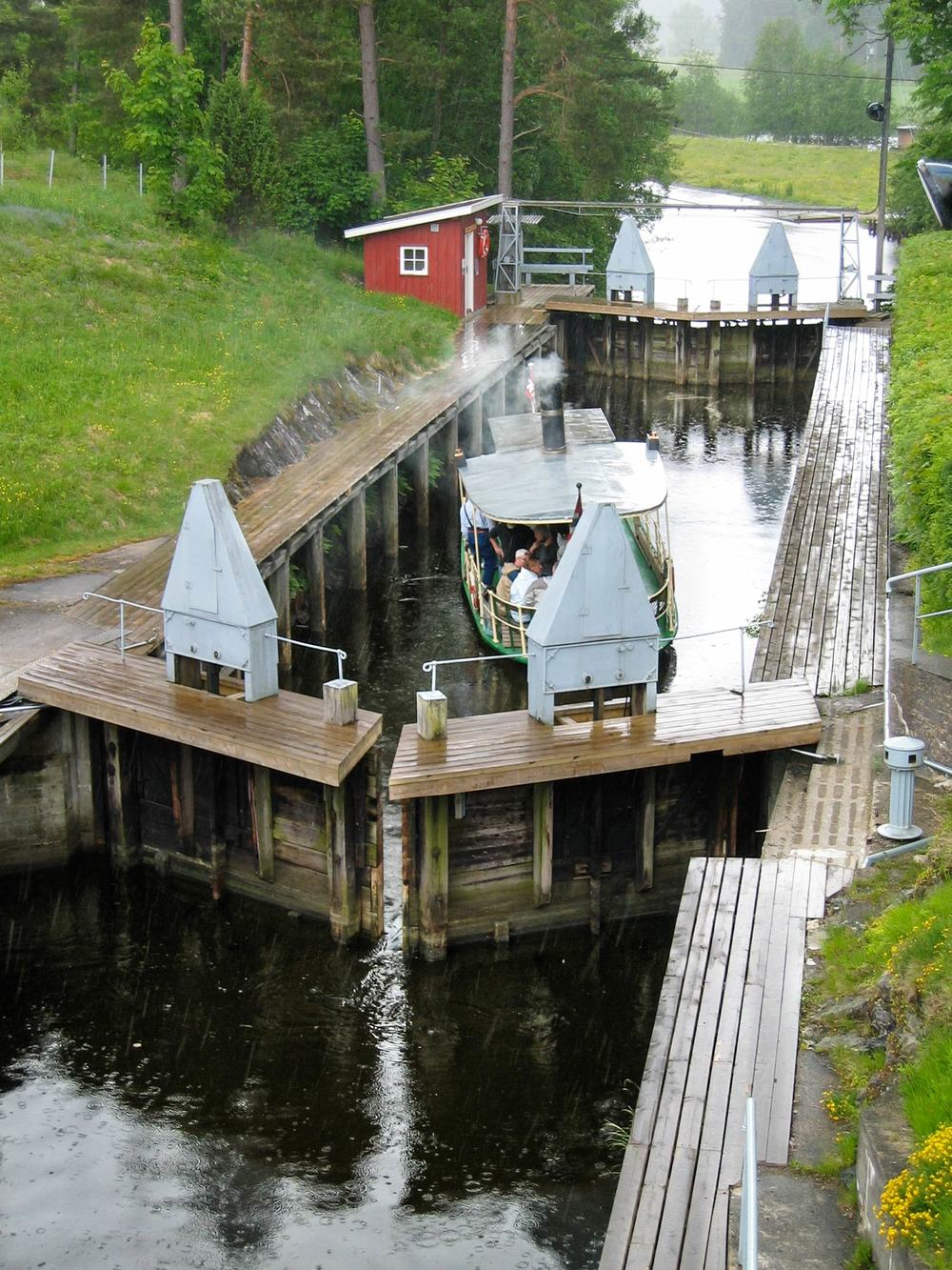 Strømsfoss sluser er et sluseanlegg i Haldenkanalen mellom Aremarksjøen og Øymarksjøen.Foto: Erik Aspden Schyberg