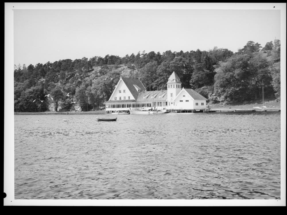 Seilerkroa med seilloftet i 1956. Foto: Jac Brun