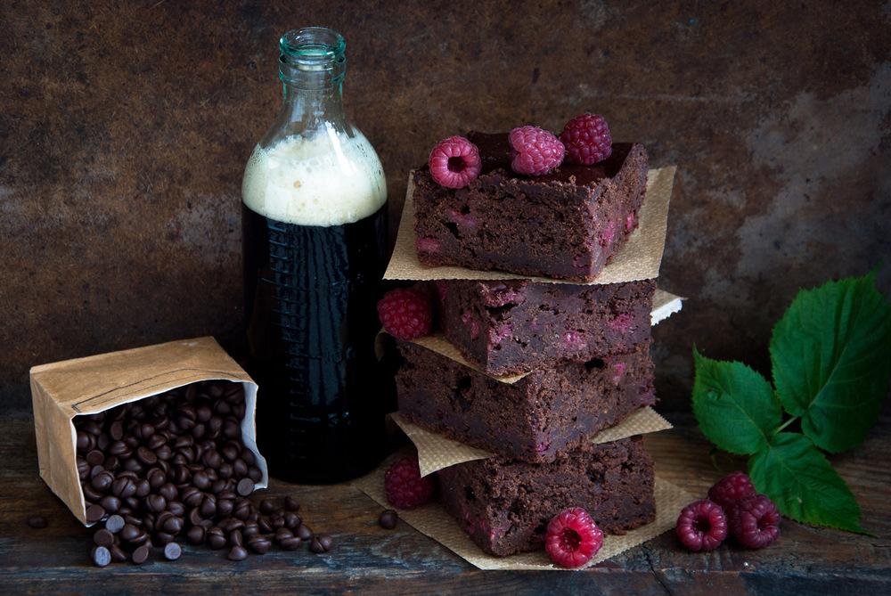 Stout eller Porter passer perfekt til sjokolade og andre søte desserter. Prøv det, og du vil bli forbauset over hvilket smaksparadis som møter deg.