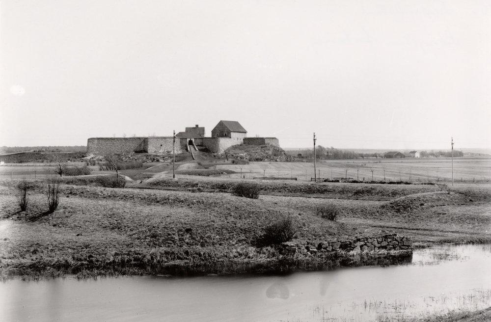 Kongsten fort og den dekkede vei trolig sett fra østre ravelin Gamlebyen i Fredrikstad. Foto:F. H. Werenskiold. Kulturminnebilder - Riksantikvaren