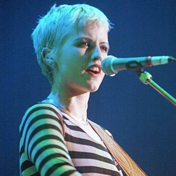#icon #gonetoosoon Dolores O'Riordan from the Cranberries 😔