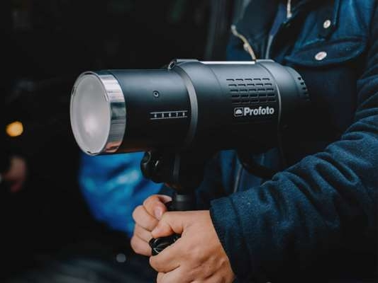 Strobe Lighting Rentals - Looking for the power of strobes? Rent strobe lighting + monolights from Hoeber Productions to try out new lighting sources