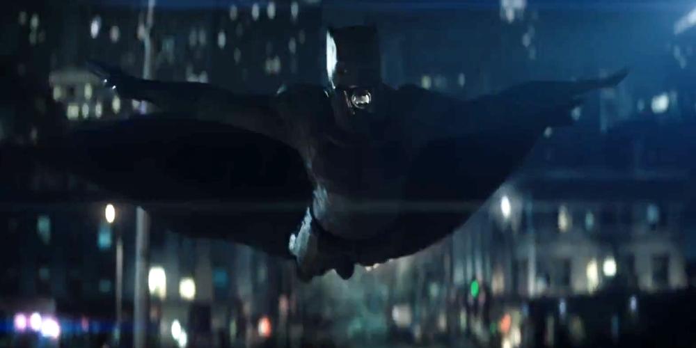 Suicide-Squad-Batman-Trailer-Swimming.jpg