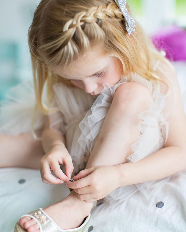 Love the concentration 💕 Stella wearing @tutudumonde from @hellodarlingnz @kaitlinrobertson_