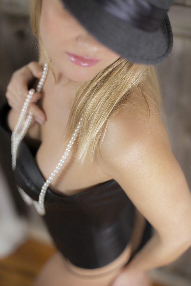 Chicago Boudoir Photography with Hat and Pearls
