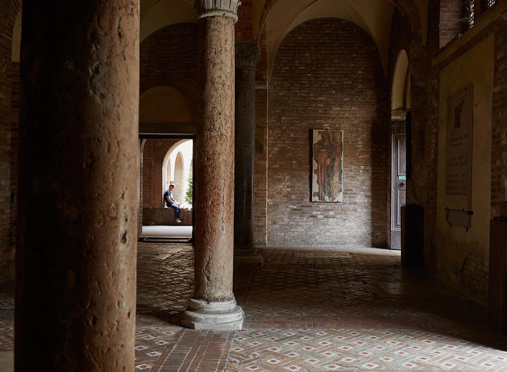_man-in-bologna-church-web.jpg