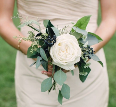 Simple bridesmaid bouquets.