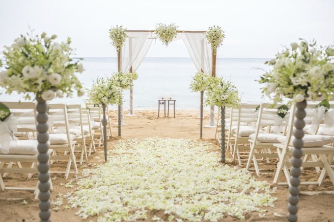 beach-wedding-flowers-and-decorations.jpg