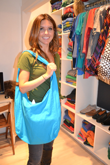 Audrina Patridge, Teal Linen Tote, November 2011